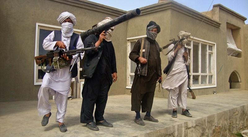 Thủ lĩnh Taliban lệnh không đối đầu IS nữa - ảnh 1