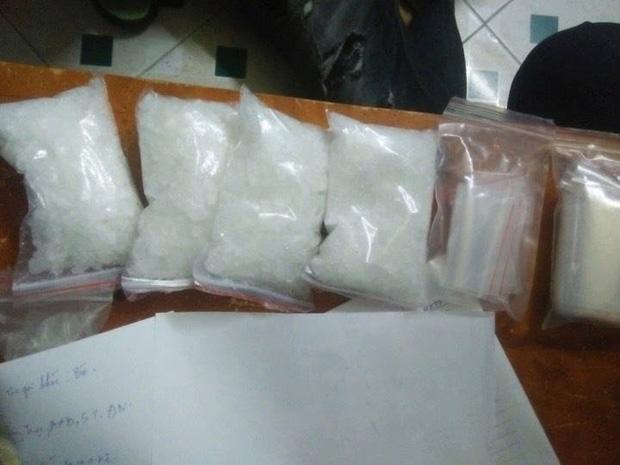Triệt phá đường dây phạm tội kiểu mới tại Đà Nẵng: Ma túy trên xe, người trên máy bay - Ảnh 2.