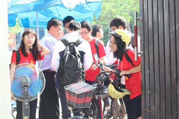 truong luong the vinh khong chao co dau tuan, hoc sinh soc khi biet thay cuong qua doi - 4