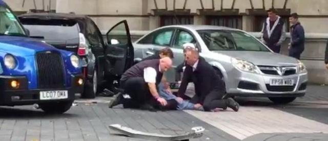 Vụ xe đâm người đi bộ ở London chỉ là tai nạn - Ảnh 1.