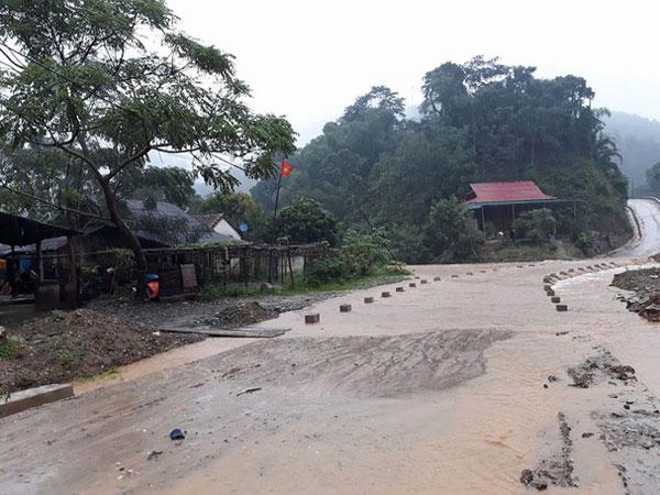 Nghệ An: Nước sông dâng cao, 2 người bị cuốn mất tích