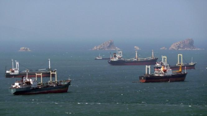 Các tàu hàng của Triều Tiên chuẩn bị vào cảng ở Nampo vào năm 2011 /// AFP