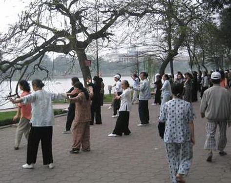 Người cao tuổi nên tập luyện nhẹ nhàng, vừa sức để nâng cao chất lượng cuộc sống.