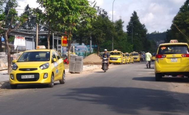 Chạy taxi được 873.000 đồng nhưng chỉ được chia 29.000 đồng? - Ảnh 1.