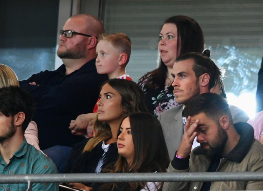 Gareth Bale va dong doi chinh thuc o nha xem World Cup hinh anh 2