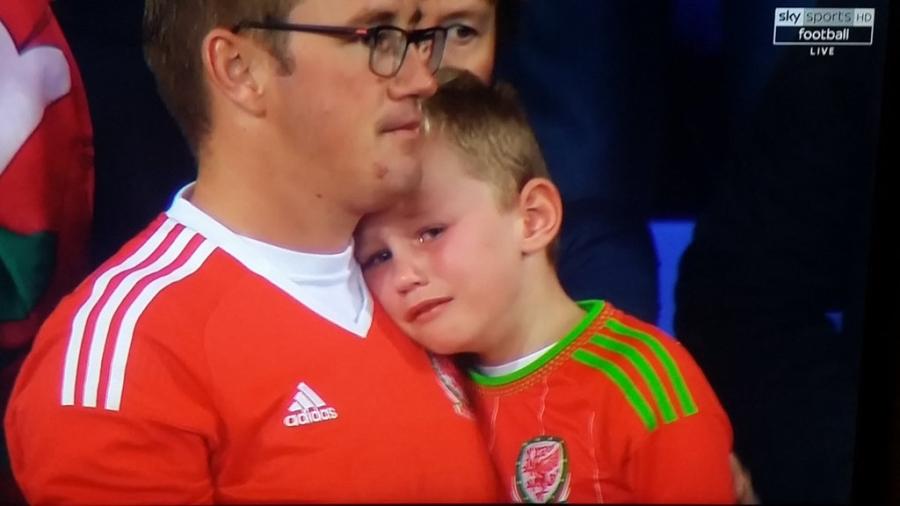 Gareth Bale va dong doi chinh thuc o nha xem World Cup hinh anh 18