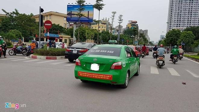 Ha Noi cung yeu cau taxi go bo khau hieu phan doi Uber, Grab hinh anh 2