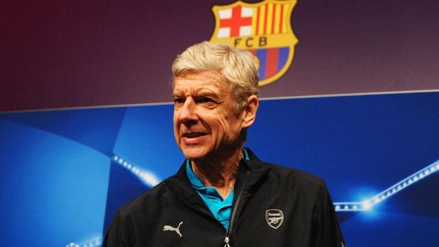 Wenger không đồng tình với ý tưởng mời Barcelona sang Premier League thi đấu