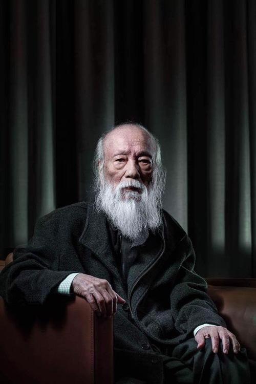 Khoảnh khắc bình dị của thầy Văn Như Cương qua những bức ảnh của cô giáo Văn Thùy Dương - Ảnh 2.