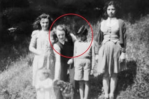 Lạc nhau 60 năm, cụ bà sung sướng khi biết em trai thất lạc là một trong những người giàu nhất thế giới - Ảnh 1.