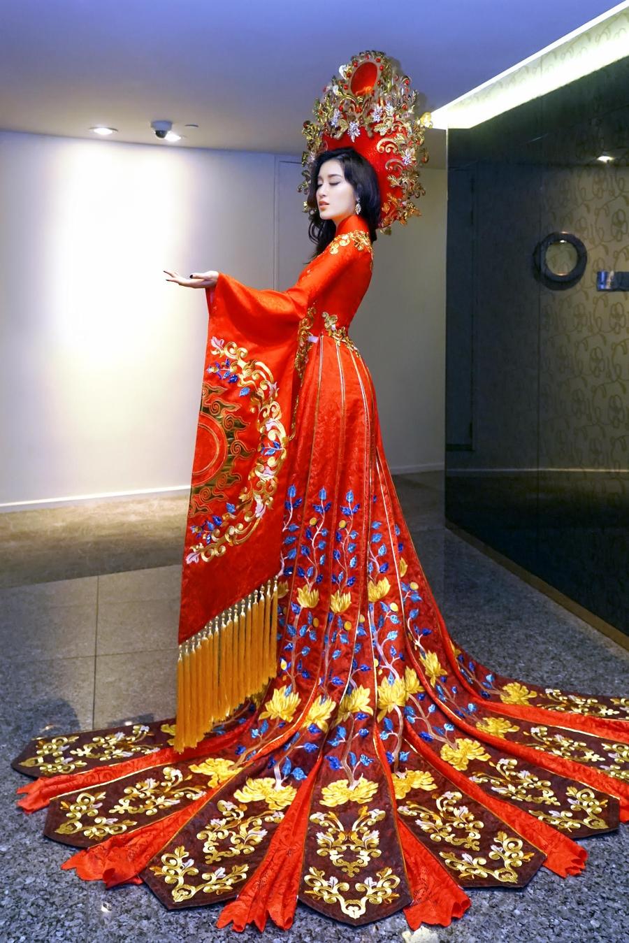 Ngắm trang phục truyền thống nặng hơn 30kg mà Huyền My sẽ mặc tại Miss Grand International 2017 - Ảnh 2.