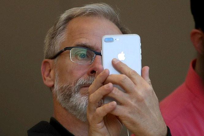 Face ID của Apple khiến các nhà sản xuất Android nhanh chóng thay đổi chiến lược  /// Ảnh: AFP