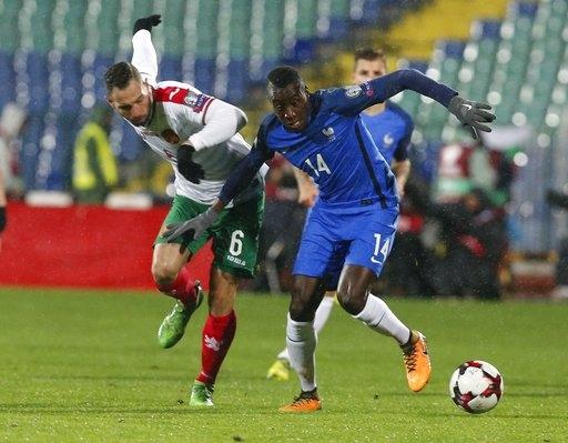 Matuidi (phải) ghi bàn giúp Pháp vượt qua Bulgaria hai ngày trước