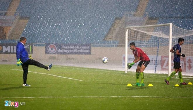 DTVN vs Campuchia (0-0, H1): CDV doi mua ung ho tuyen VN hinh anh 6