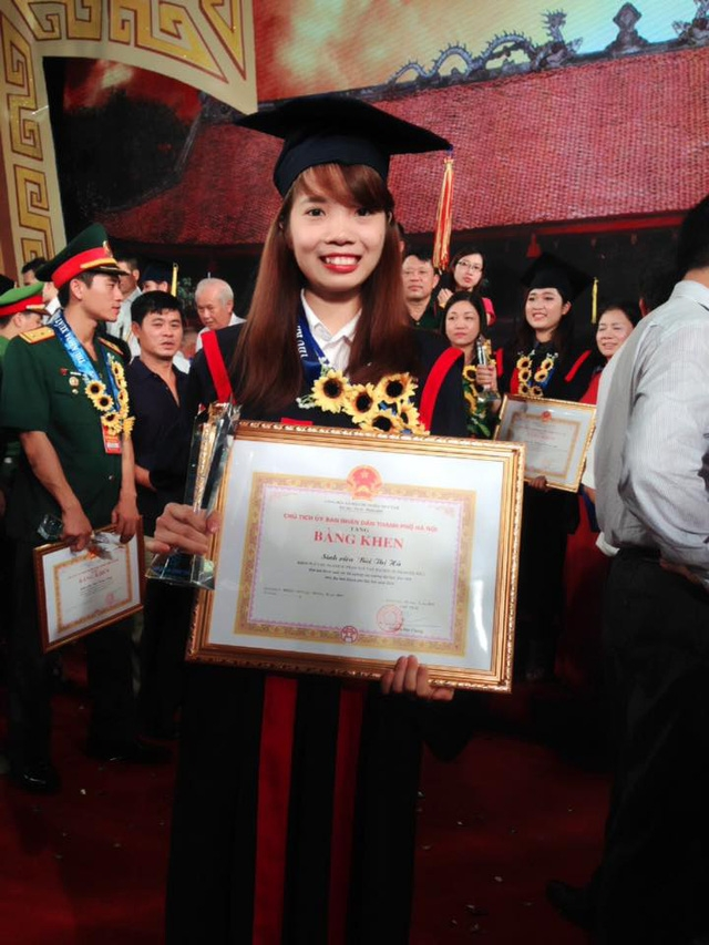 Là 1 trong 100 thủ khoa xuất sắc được vinh danh tại Văn Miếu - Quốc Tử Giám hồi tháng 8/2016, đến nay nữ thủ khoa Bùi Thị Hà vẫn thất nghiệp.