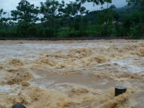 Hòa Bình công bố tình trạng khẩn cấp thiên tai, thủy điện xả lũ lớn nhất 10 năm qua