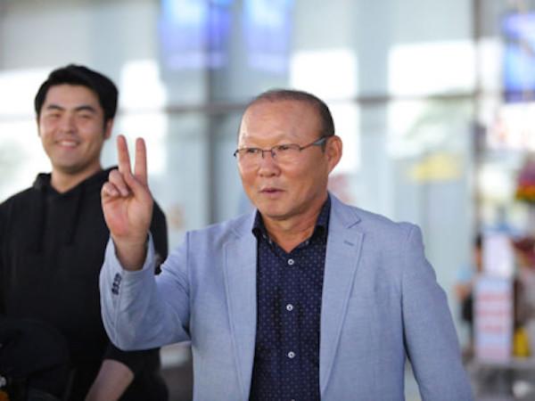 Ký xong hợp đồng, HLV Park Hang-seo về lại Hàn Quốc... làm việc