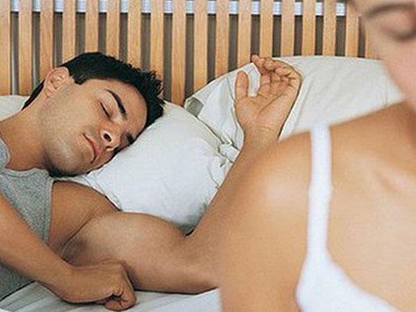 """Nguyên nhân khiến các ông chồng chán """"lên giường"""" với vợ"""