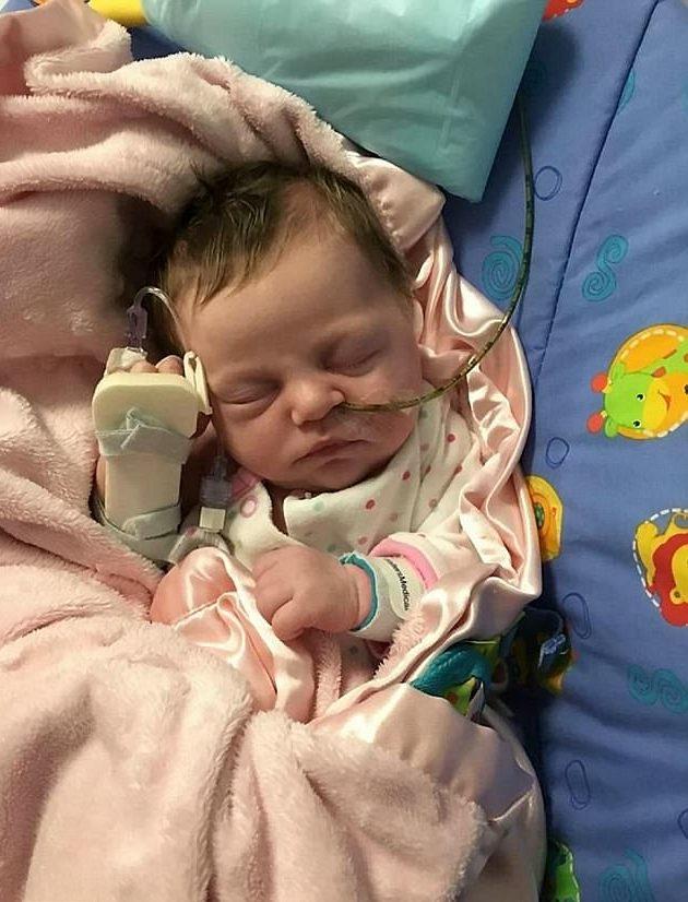 Lúc mới chào đời, Ava-Rose nặng 6 pound 8 oz (hơn 2,9kg)
