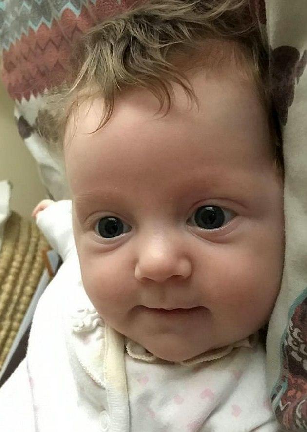 Bé gái được sinh thường tại bệnh viện đại học Wales