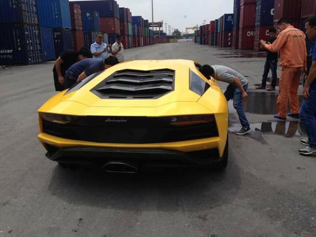 Đại gia Việt phải trả lệ phí trước bạ ít nhất 4 tỷ Đồng khi mua siêu xe Lamborghini Aventador S - Ảnh 4.