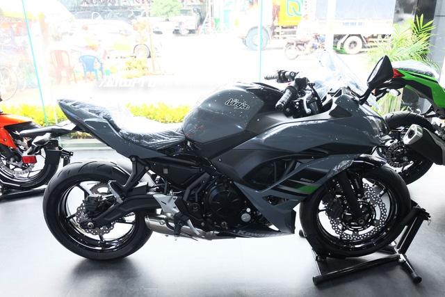Kawasaki Ninja 650 2018 với màu sơn mới xuất hiện tại Việt Nam, giá bán 288 triệu Đồng - Ảnh 2.