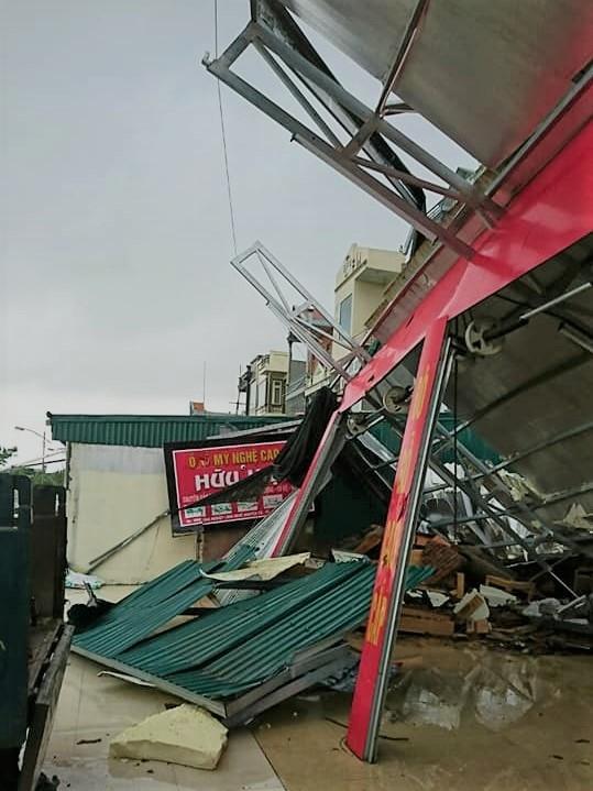 Lốc xoáy ở Thái Bình: 4 người bị thương, nhà đổ sập, tốc mái - Ảnh 2.