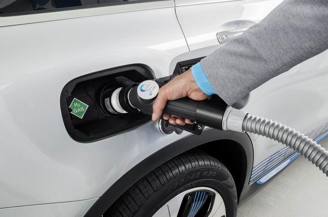 Mercedes-Benz GLC F-Cell: Xe không cần xăng - 3