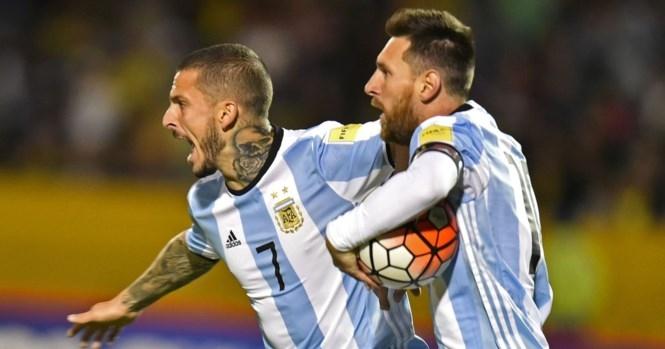 Messi tỏa sáng, Argentina lách qua 'cửa tử' - ảnh 1