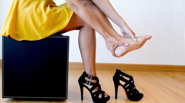 Những tổn thương do giày cao gót sẽ có thể khiến bạn phải ngừng đến phòng gym vài tuần cho đến khi các vết thương lành hẳn.