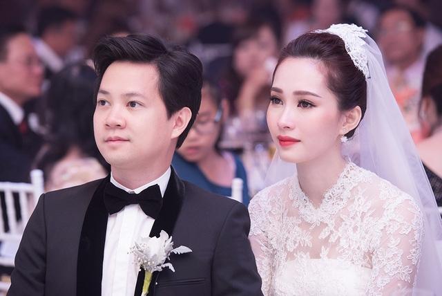 Sau đám cưới bạc tỉ, thay vì đi trăng mật, vợ chồng Đặng Thu Thảo diện dép lào đi mua sách - Ảnh 2.