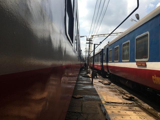 Ngành đường sắt chủ trương bán các toa xe cũ và đóng mới các đoàn tàu mới nhằm nâng cao khả năng cạnh tranh với các loại hình vận tải khác.