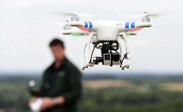 Không ít thiết bị bay siêu nhẹ (Flycam) được điều khiển bằng sóng vô tuyến nên có thể bị chiếm quyền sử dụng để vào mục đích xấu (ảnh minh hoạ)