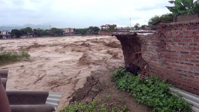 Thủ tướng yêu cầu khẩn cấp ứng phó mưa lũ - Ảnh 1.