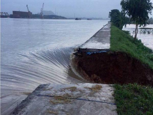 Nam Định: Triều cường dâng cao, 2 làng chìm trong biển nước