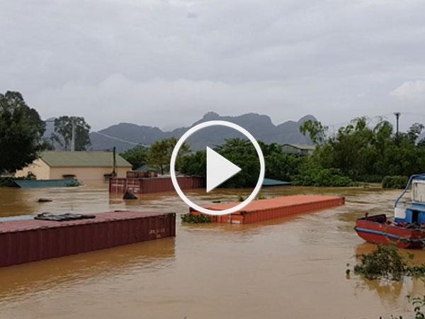 Video: Ninh Bình nâng mức xả tràn để cứu 200.000 dân khỏi ngập