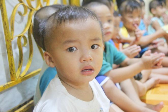 22 đứa trẻ mồ côi, bị bố mẹ bỏ rơi tại Tịnh xá Ngọc Tuyền: Chúng con thèm được cô chú ẵm bồng - Ảnh 12.