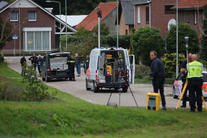 Cảnh sát tại hiện trường 1 nghi phạm bị bắn chết  /// AFP