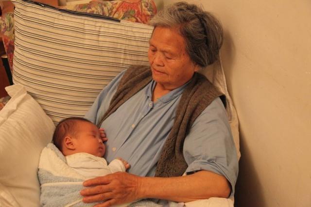 Bà nội quá nhiệt tình chăm cháu, con dâu lên mạng kêu hận vì nghĩ bà chia rẽ tình mẹ con - Ảnh 2.