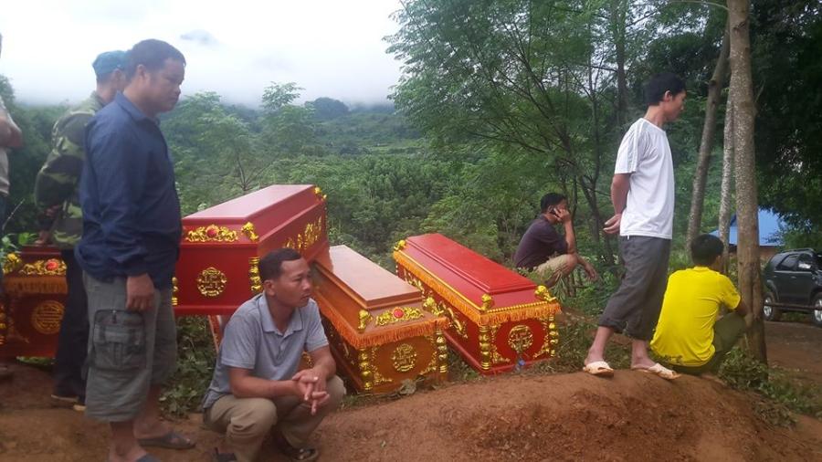 Cận cảnh hiện trường vụ sạt lở đất làm gần 10 người chết - 1