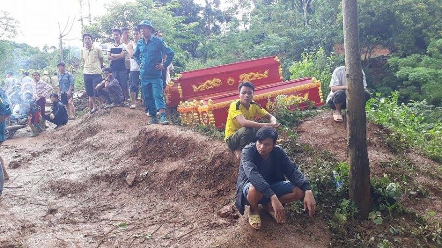 Cận cảnh hiện trường vụ sạt lở đất làm gần 10 người chết - 2