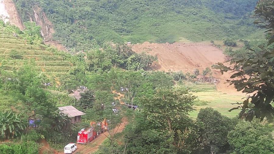 Cận cảnh hiện trường vụ sạt lở đất làm gần 10 người chết - 7