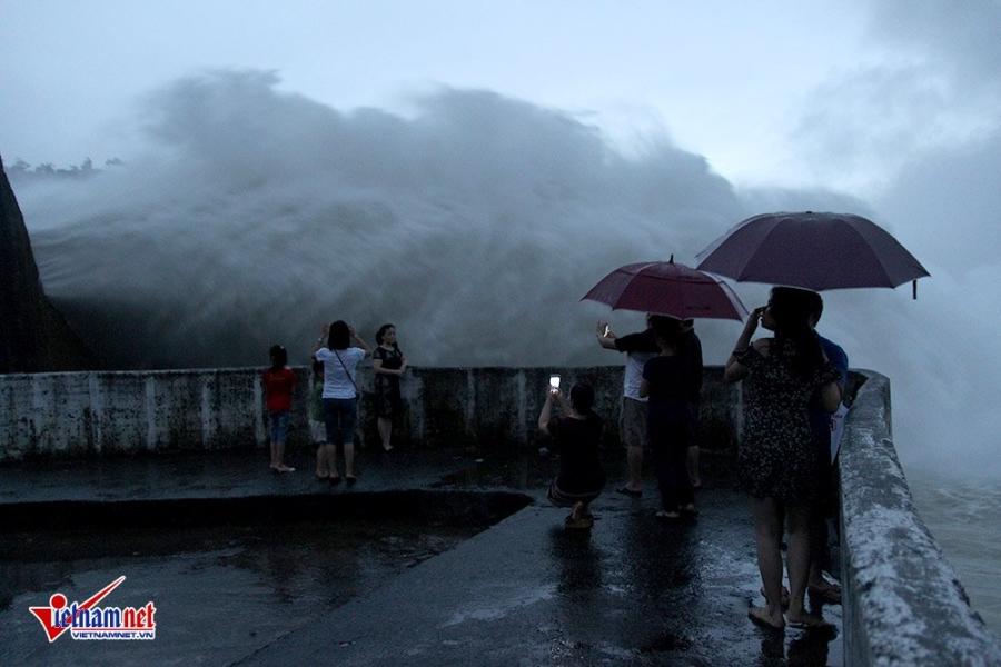 mưa lũ, lũ lụt, ngập lụt, Hòa Bình, thủy điện Hòa Bình