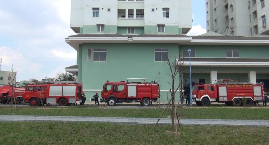 Cháy lớn ở chung cư 12 tầng, nhiều người sống trong căn hộ tháo chạy tán loạn - Ảnh 3.