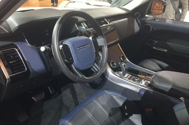 Lần đầu chiêm ngưỡng vẻ đẹp bằng xương, bằng thịt của Range Rover Sport 2018 - Ảnh 2.