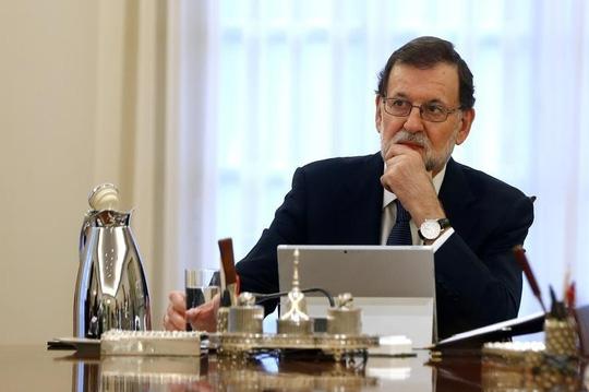 Ra tối hậu thư, Tây Ban Nha quyết không buông Catalonia - Ảnh 1.