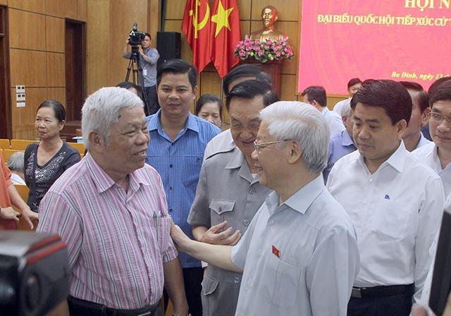 Tổng Bí thư Nguyễn Phú Trọng trò chuyện với cử tri Hà Nội.