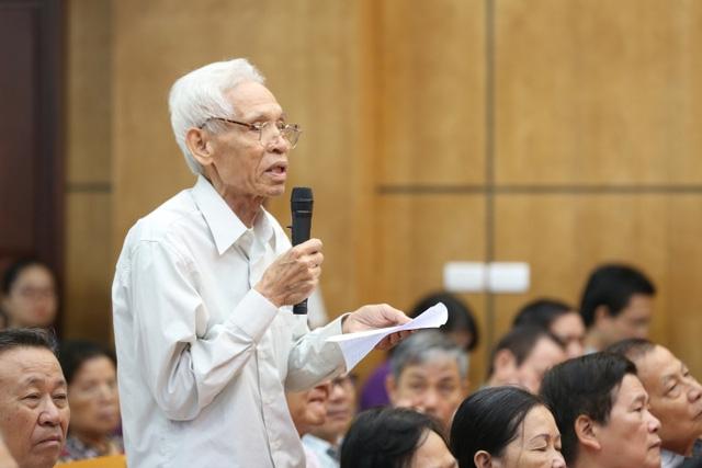 Cử tri Trần Viết Hoàn (phường Cống Vị) cho rằng, nhân dân hoan nghênh quyết tâm của Đảng, nhà nước về đánh tham nhũng và những vụ án vừa qua.