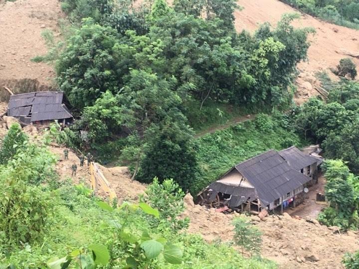 Vụ sạt lở 18 người bị vùi lấp ở Hòa Bình: Mưa lớn khiến công tác tìm kiếm nạn nhân gặp nhiều khó khăn - Ảnh 7.