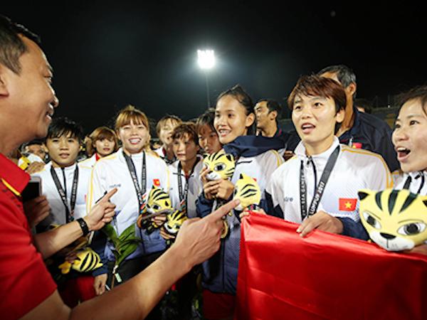 Tuyển thủ nữ Việt Nam được đề nghị góp tiền mua tivi cho Ban huấn luyện